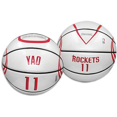 这种就是反胶的篮球